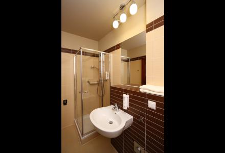 apartamenty-zlota-nic-apartament-olive-prysznic